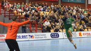 Miro Koljonen är ensam med målvakten i norska division 1 i handboll.
