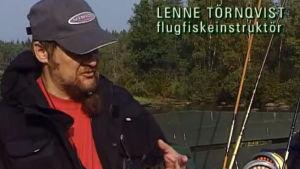Bild på Lenne Törnqvist som är flugfiskare