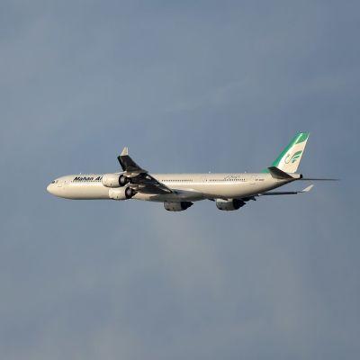 Iranilaisen Mahan Airin kone kuvattuna Dubaissa helmikuussa 2020.