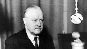 Ulkoministeri Väinö Tanner puhuu radiossa 13.3.1940, puheessa välitettiin tieto rauhasta.