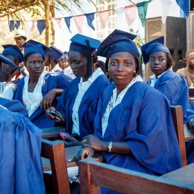 Valmistujaisjuhlat Sierra Leonessa tammikuussa 2014.