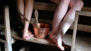 jalkoja saunassa