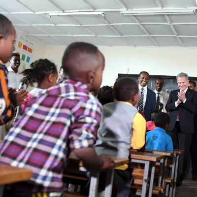 Sauli Niinistö vieraili Hamle 19 -ala-asteella Addis Abebassa Etiopiassa.