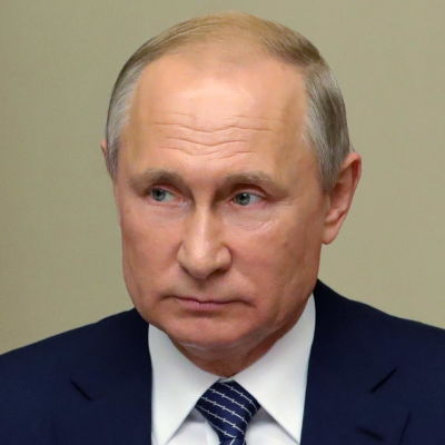 Vladimir Putin vid en talarstol. Ha när iklädd en blå kostym.