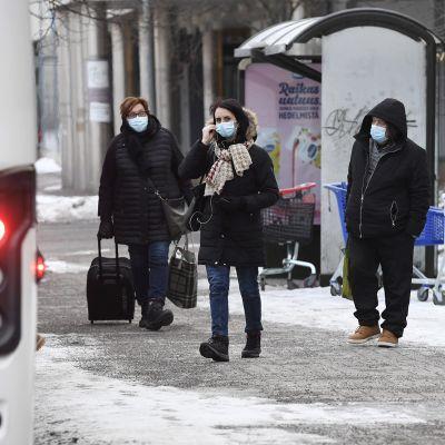 Veturinkuljettajien mielenilmaus - videolla kuvaa aamun bussiliikenteestä Helsingin päärautatiasemalla.