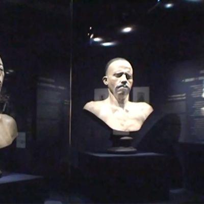 Ihmisten etnisyyttä koskevan näyttelyn esineistöä.