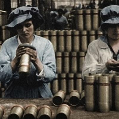 Sekä kuuluisat että tavalliset naiset toimivat monissa tehtävissä ensimmäisessä maailmansodassa.