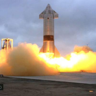 Starship-avaruusraketti laskeutui onnistuneesti Texasiin torstain vastaisena yönä Suomen aikaa.