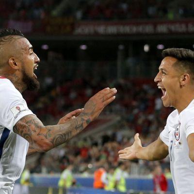 Arturo Vidal ja Alexis Sanchez.
