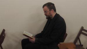 Kirjablogissa Hurskas kurjuus