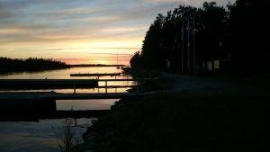 En solnedgång längs Blåvita bandet.