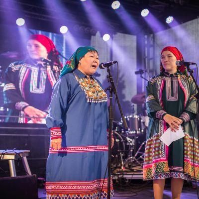 Agrafena Sopochina ja Marija Launonen Ijahis Idja -festivaaleilla.
