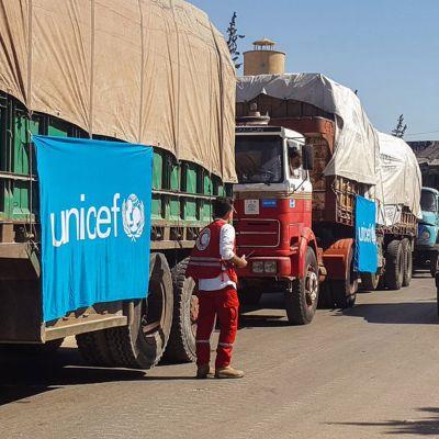 Avustusjärjestöjen rekkoja Aleppon ulkopuolella 19. syyskuuta.