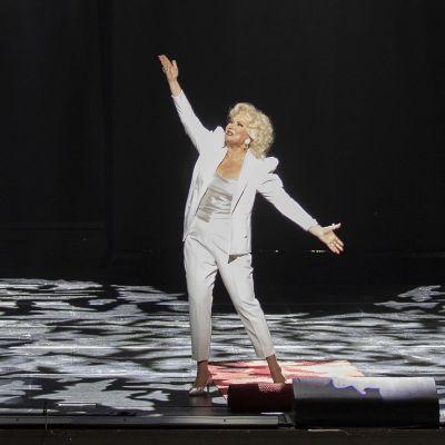 Karita Mattila Covid fan tutte -oopperassa.
