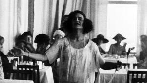 Muotinäytös 1900-luvun alusta