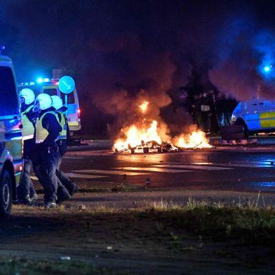 Malmössä sytytettiin yöllä muun muassa autoja protesteissa, jotka saivat alkunsa Koraanin polttamisesta.
