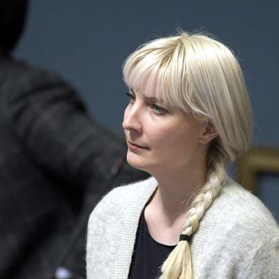 Laura Huhtasaari eduskunnan täysistunnossa Helsingissä 17. huhtikuuta