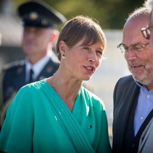 Viron presidentti Kersti Kaljulaid ja vuoden 2021 presidenttiehdokas Alar Karis.