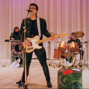 Nautilius Pompilius -yhtye lavalla. Kuva dokumenttielokuvasta Sirppi ja kitara.