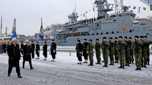Paradmönstring för kommendören för marinen i Åbo