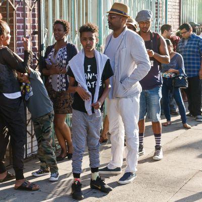 Yleisöä jonottaa Black Lives Matter –järjestön tilaisuuteen Los Angelesissa.