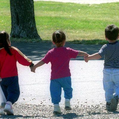 Barn hand i hand