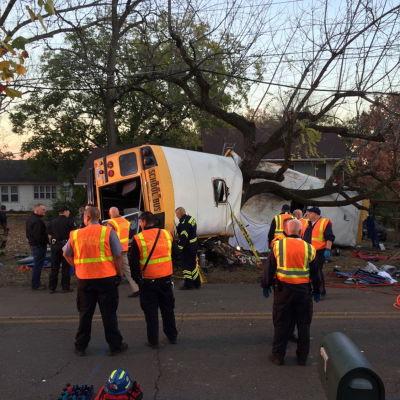 Sex barn dog i en skolbussolycka i Chattanooga, Tennessee i USA den 21 november 2016.