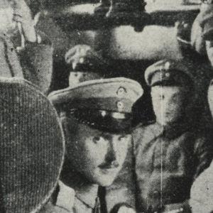 Suomalaisjääkäreitä matkalla Saksan itärintamalle (1916/1917).