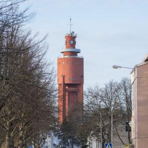 En bild där hangö vattentorn syns på avstånd
