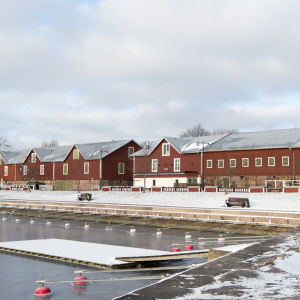 Röda magasinbyggnader i Hangö östra hamn