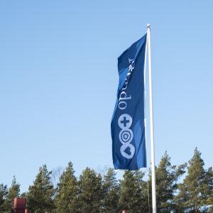 Flagga vid Attendos Servicehus Lähde i Hangö