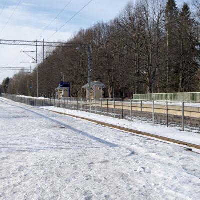 En tågstation i sjundeå.