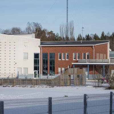aleksis kiven koulu. en skolbyggnad