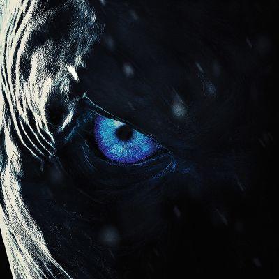 Game of Thronesin seitsemännen kauden posteri. Yön kuninkaan sininen silmä.