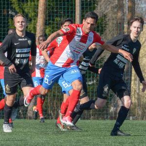 Matias Astrada spelar fotboll i BK-46.