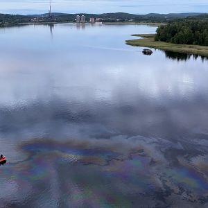 Öljyä Jyväsjärvessä
