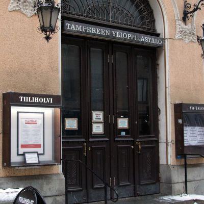 Tampereen yo-talon ulko-ovi