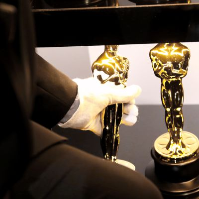 Oscar-patsaita Oscar-gaalan takahuoneessa.