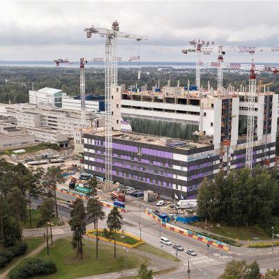 Oulun yliopistollisen keskussairaalan uudisrakennustyömaa syksyllä 2020.