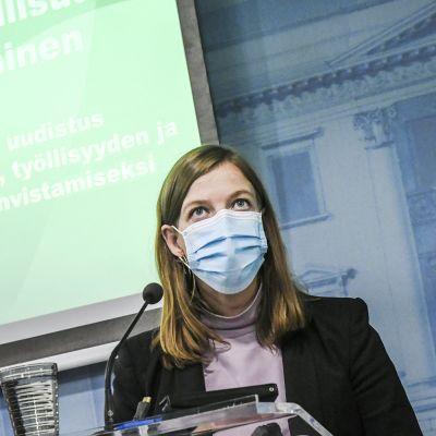 Opetusministeri Li Andersson piti medialle tiedotustilaisuuden oppivelvollisuuden laajentamisesta Helsingissä 15. lokakuuta 2020.