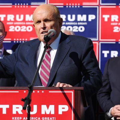 Trumpin lakimies Rudy Giuliani pitää tiedotustilaisuuden