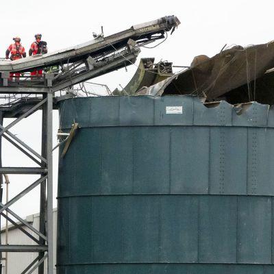 Englannin Bristolin lähellä iso räjähdys varastorakennuksessa