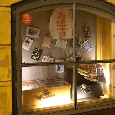 Kuvassa K.H.Renlundin museon näyteikkuna