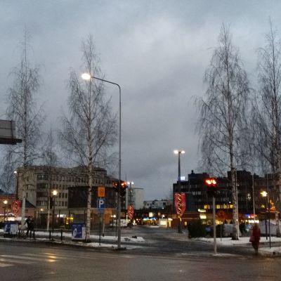 Mikkelin torin ympäristössä on käynyt kauppa joulun alla.