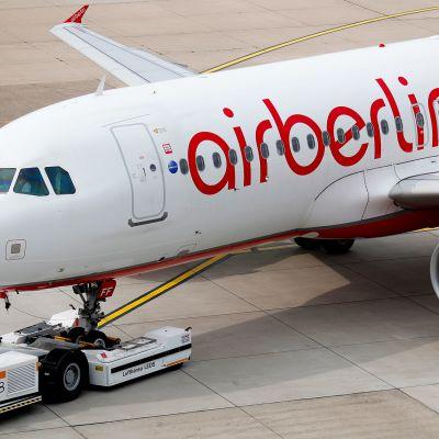 Air Berlin lentokone Düsseldorfin lentokentällä.