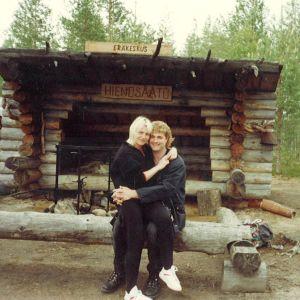Eve ja hänen brittiläinen miehensä Alan Munday tapasivat vuonna 1996 ja ovat tässä Nurmeksessa eräretkellä.