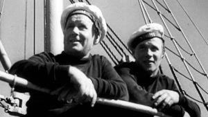 Suomi-laivan miehistöä matkalla Suursaareen