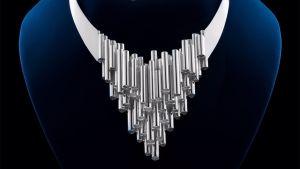 Bild av smycket som Jenni Haukio bar på slottsbalen 2016.