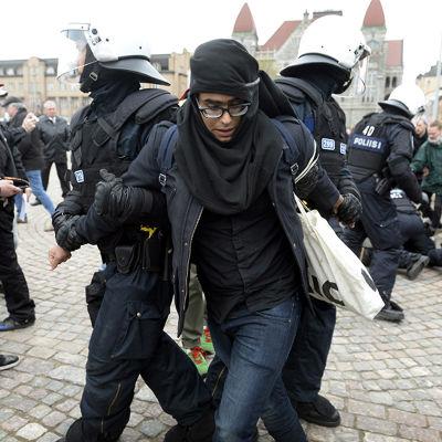 Polisen grep flera personer under första maj-demonstrationen i Helsingfors