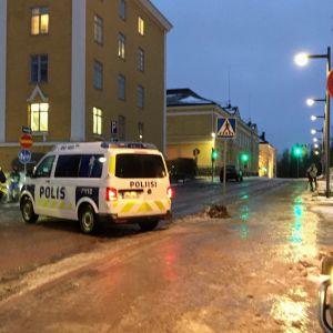Liukas ajokeli haittasi liikennettä Oulun keskustassa 19.11.2019.